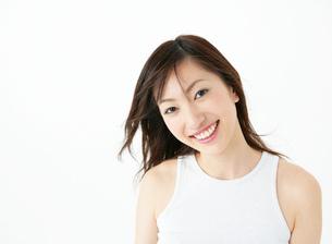 笑顔の女性のアップの写真素材 [FYI02844383]