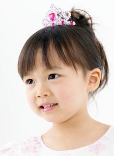 ドレスを着た女の子の写真素材 [FYI02844429]