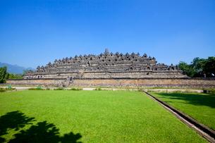 インドネシア ジャワ島 ボロブドゥール遺跡全景の写真素材 [FYI02844478]