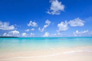 ビーチと空と雲の写真素材 [FYI02844486]