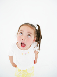 口を開けた女の子の写真素材 [FYI02844541]