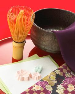 茶筅とお椀の写真素材 [FYI02844757]