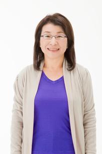 笑顔の中年女性(合成)の写真素材 [FYI02845104]