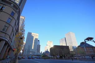 東京駅中央口前の交差点の写真素材 [FYI02845220]