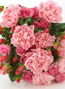 カーネーションの花束の写真素材 [FYI02845836]