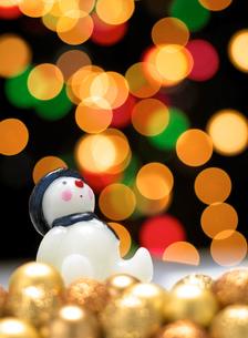 イルミネーションと雪だるまの写真素材 [FYI02846002]