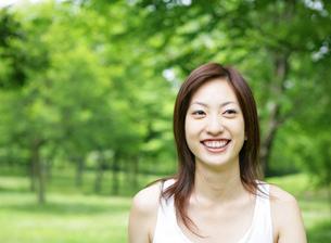 笑顔の女性の写真素材 [FYI02846206]