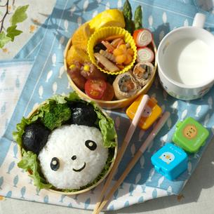 パンダのキャラクター弁当の写真素材 [FYI02846701]