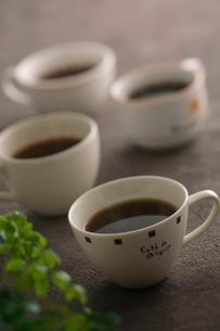 4杯のコーヒーの写真素材 [FYI02846738]