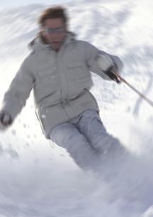 滑走するスキーヤーの写真素材 [FYI02847599]