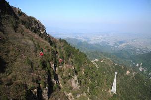 御在所岳の眺望とロープウエイの写真素材 [FYI02847659]