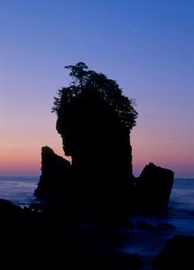 三王岩 海の写真素材 [FYI02847748]