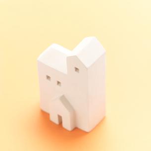 白い建物のオブジェ クラフトの写真素材 [FYI02848271]