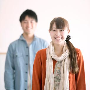 微笑むカップルの写真素材 [FYI02848499]