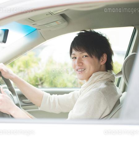 車の運転をする男性の写真素材 [FYI02848615]