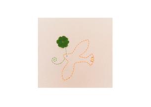 クローバーと鳥のステッチ クラフトの写真素材 [FYI02848722]