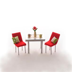 ミニチュアルームのテーブルといす クラフトの写真素材 [FYI02849175]