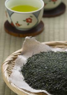 緑茶と茶葉の写真素材 [FYI02849331]