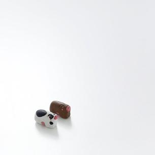 2頭のウシ クラフトの写真素材 [FYI02849497]