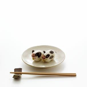 食卓の上のウシ クラフトの写真素材 [FYI02849528]