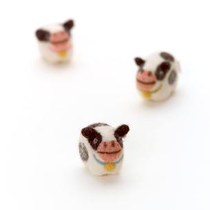 3頭のウシ クラフトの写真素材 [FYI02849609]