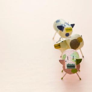 3頭のウシ クラフトの写真素材 [FYI02849623]