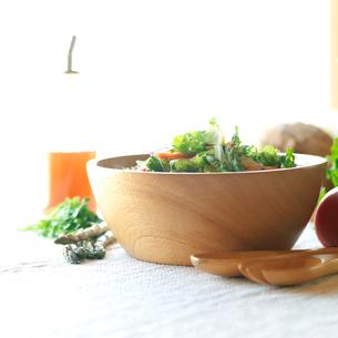 有機野菜を使ったサラダの写真素材 [FYI02849735]