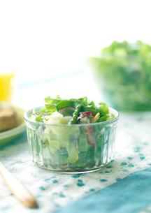 サラダのある朝食の写真素材 [FYI02849739]