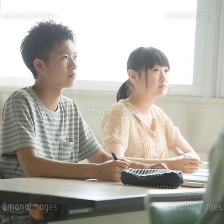 夏期講習を受ける学生の写真素材 [FYI02850462]