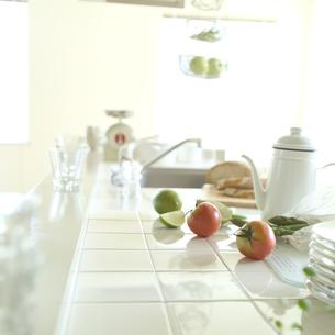 野菜とキッチンの写真素材 [FYI02850495]