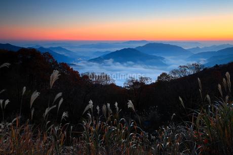 宮垣の雲海と朝焼けの写真素材 [FYI02850740]