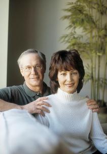 Mature couple smilingの写真素材 [FYI02851091]