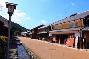 若狭鯖街道熊川宿 中の町の家並みの写真素材 [FYI02851190]