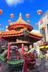 神戸市南京町広場 ランターンフェアの飾りつけの写真素材 [FYI02851308]