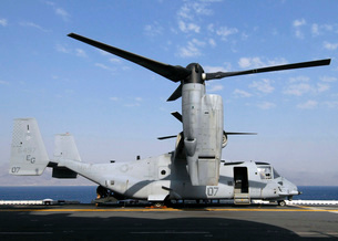 A U.S. Marine Corps MV-22 Osprey prepares for flight on theの写真素材 [FYI02851424]