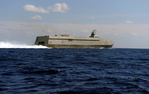 The Sea Fighter littoral combat ship performs a high-speed rの写真素材 [FYI02851435]