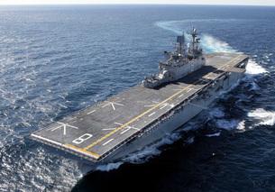 The amphibious assault ship USS Makin Island in the Gulf ofの写真素材 [FYI02851446]