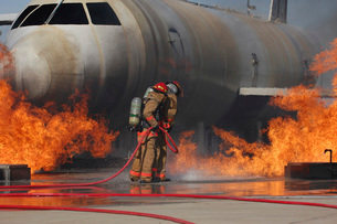 Airmen extinguish a fire on a training module to demonstrateの写真素材 [FYI02851486]