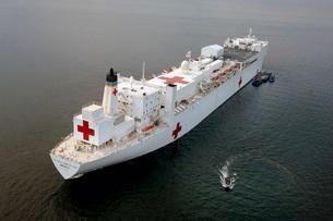 The Military Sealift Command hospital ship USNS Mercy.の写真素材 [FYI02851494]