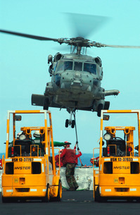 U.S. Navy Sailors attach a sling to the belly of an HH-60H Sの写真素材 [FYI02851498]