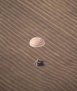 The Soyuz TMA-14 spacecraft lands in Kazakhstan.の写真素材 [FYI02851585]