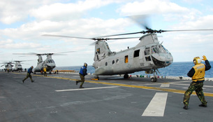 Ground crew prepares CH-46E Sea Knight helicopters for takeの写真素材 [FYI02851618]