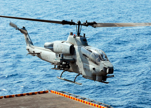An AH-1W Super Cobra helicopter launches off the flight deckの写真素材 [FYI02851620]