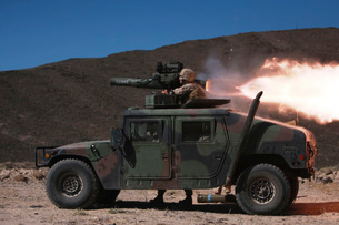 A missileman firing a BGM-71 TOW missile atop a humvee.の写真素材 [FYI02851655]