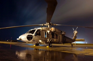 A U.S. Navy MH-60S Seahawk helicopter.の写真素材 [FYI02851667]