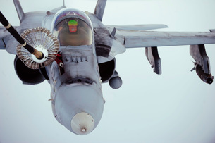 An F/A-18 Super Hornet receives fuel over Afghanistan.の写真素材 [FYI02851715]