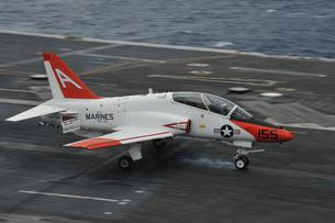 A T-45C Goshawk lands aboard USS George H.W. Bush.の写真素材 [FYI02851754]