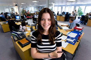 Smiling saleswoman in call center officeの写真素材 [FYI02852475]