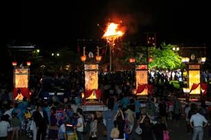輪島大祭 住吉神社のキリコと大松明の写真素材 [FYI02852667]