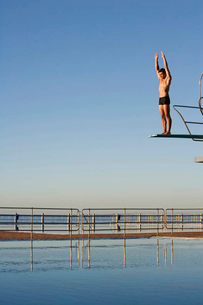 A diver standing on a diving boardの写真素材 [FYI02853034]